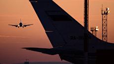 Самолет заходит на посадку в аэропорт Толмачево