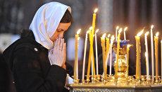 Православные верующие на утренней службе в Храме Христа Спасителя