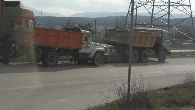 ДТП с участием трех грузовиков и легкового авто в Севастополе