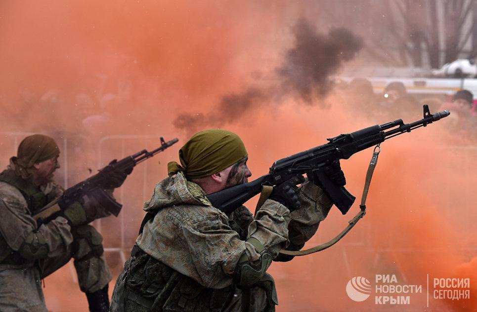 Показательные выступления военных в Симферополе, посвященные Дню защитника Отечества