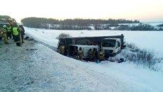 ДТП с участием микроавтобуса и фуры в Башкирии