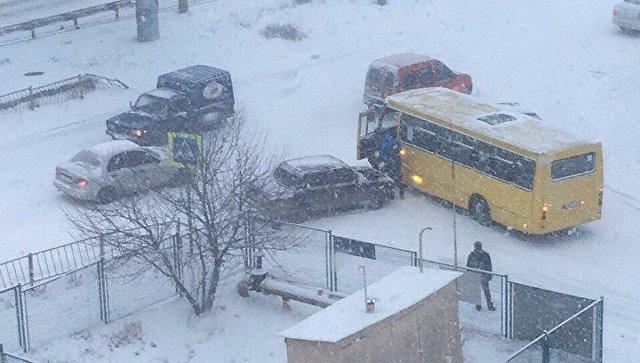 ДТП на заснеженных дорогах Симферополя. 1 марта 2018
