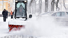 Снегоуборочная техника в центре Симферополя