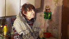 Пожилая учительница физики Людмила Ивановна Куницына