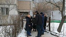 Место гибели женщины и ребенка в результате падения лифта в доме по ул. Балаклавская в Симферополе