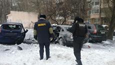 Сотрудники правоохранительных органов на месте взрыва в Донецке. 3 марта 2018