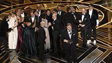 Гильермо дель Торо получил Оскар за лучший фильм года