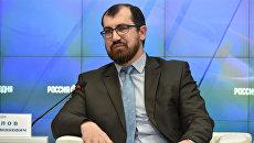 Заместитель муфтия Духовного управления мусульман Республики Крым Айдер Исмаилов на пресс-конференции в Симферополе
