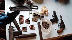 Видео обыска в доме подозреваемого в убийстве таксиста в Ялте, в ходе которого был найден арсенал оружия