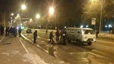 Последствия взрыва автомобиля в центре Донецка на улице Артема. 5 марта 2018