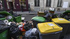 Переполненные мусорные баки. Архивное фото