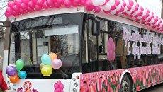 В Симферополе, Алуште и Ялте курсируют праздничные троллейбусы