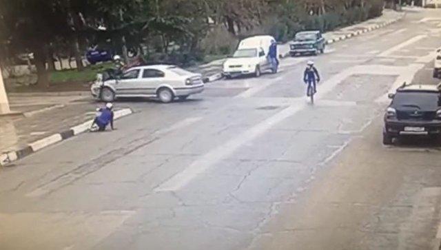 Автомобиль Skoda сбил велосипедистов в Алуште