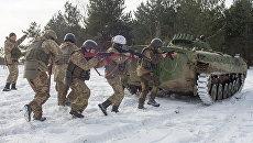 Учения солдат ВСУ. Архивное фото
