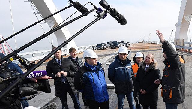 Президент России Владимир Путин на стройплощадке Крымского моста. 14 мая 2018