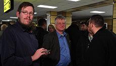 Видео встречи иностранных наблюдателей на выборах президента РФ в Крыму в аэропорту Симферополь