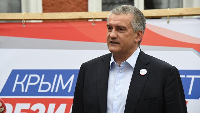 Глава Республики Крым Сергей Аксенов голосует на выборах президента. 18 марта 2018