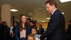 Губернатор Севастополя Дмитрий Овсянников на избирательном участке. 18 марта 2018