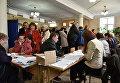 Голосование на выборах президента РФ на избирательном участке в Севастополе