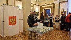 Голосование на выборах президента РФ на участке в Севастополе