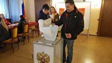Зампредседателя Госкомитета по охране культурного наследия РК Александр Жаворонков голосует в Милане (Италия)