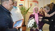 100-летняя жительница поселка Первомайское Прасковья Ильченко пришла на участок, чтобы проголосовать на выборах президента РФ