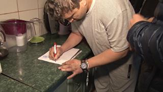 Видео: задержание и обыски крымчанина, подозреваемого в призывах к терроризму