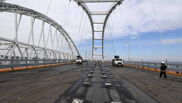 Строительство автомобильной арки Крымского моста