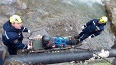 Крымские спасатели оказали помощь мужчине, упавшему в реку в Ялте