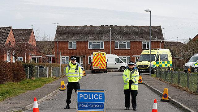 Британские полицейские возле дома, где жил Бывший полковник ГРУ Сергей Скрипаль