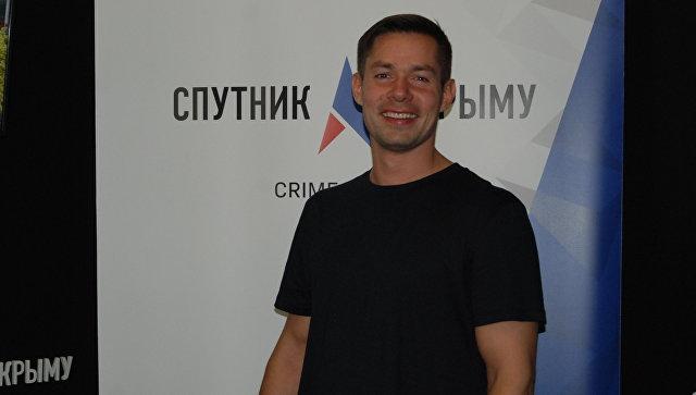 Российский певец и поэт Стас Пьеха в студии радио Спутник в Крыму