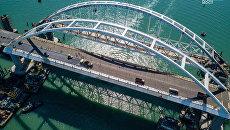 Видео с коптера укладка асфальтобетона на автодорожной части Крымского моста