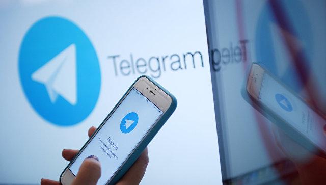 Мессенджер Telegram на экране монитора и телефона. Архивное фото
