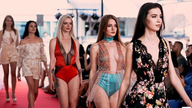 Девушки в авторской одежде модельера из Севастополя Ксении Мак