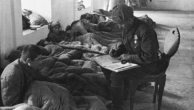 Полевой госпиталь в мечети Ханского дворца в Бахчисарае. 21 апреля 1944 года