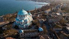 Собор Святителя Николая Чудотворца (Свято-Никольский, Свято-Николаевский Собор) и мечеть Джума-Джами в Евпатории.