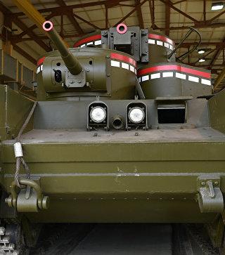 Пятибашенный танк Т-35: на Урале восстановили парадный мамонт Сталина