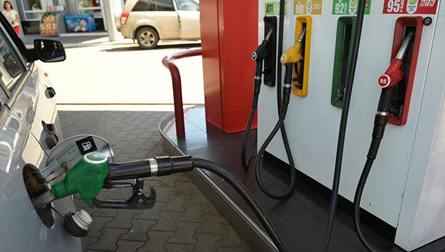 Заправка автомобиля на автозаправочной станции