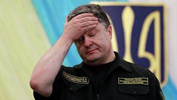 Петр Порошенко во время визита на металлургический комбинат в Мариуполе
