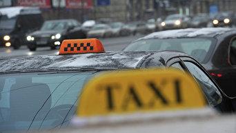 Такси у здания Павелецкого вокзала