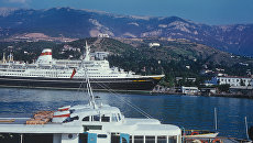 Вид на акваторию Ялтинского торгового порта