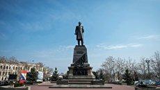 Памятник адмиралу Павлу Нахимову на площади Нахимова в городе Севастополе